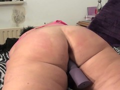 Big older wench loves to get an agonorgasmos