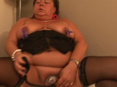 Big aged mom bringing off with herself