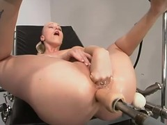 Low-spirited hottie with a valuable butt is object a machine penetration