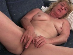 Old granny terry widens her snatch to masturbate
